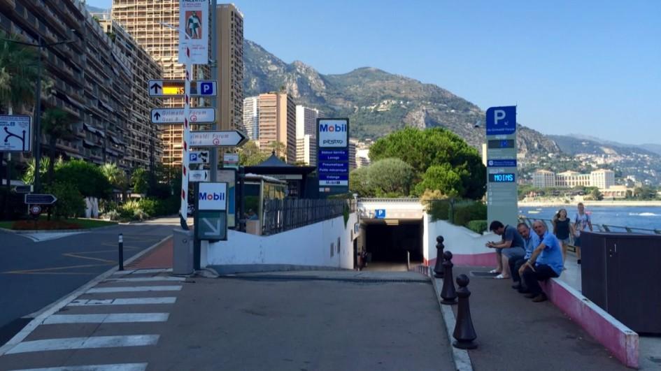 Parkingi w Monako: wjazd na parking w Monte Carlo
